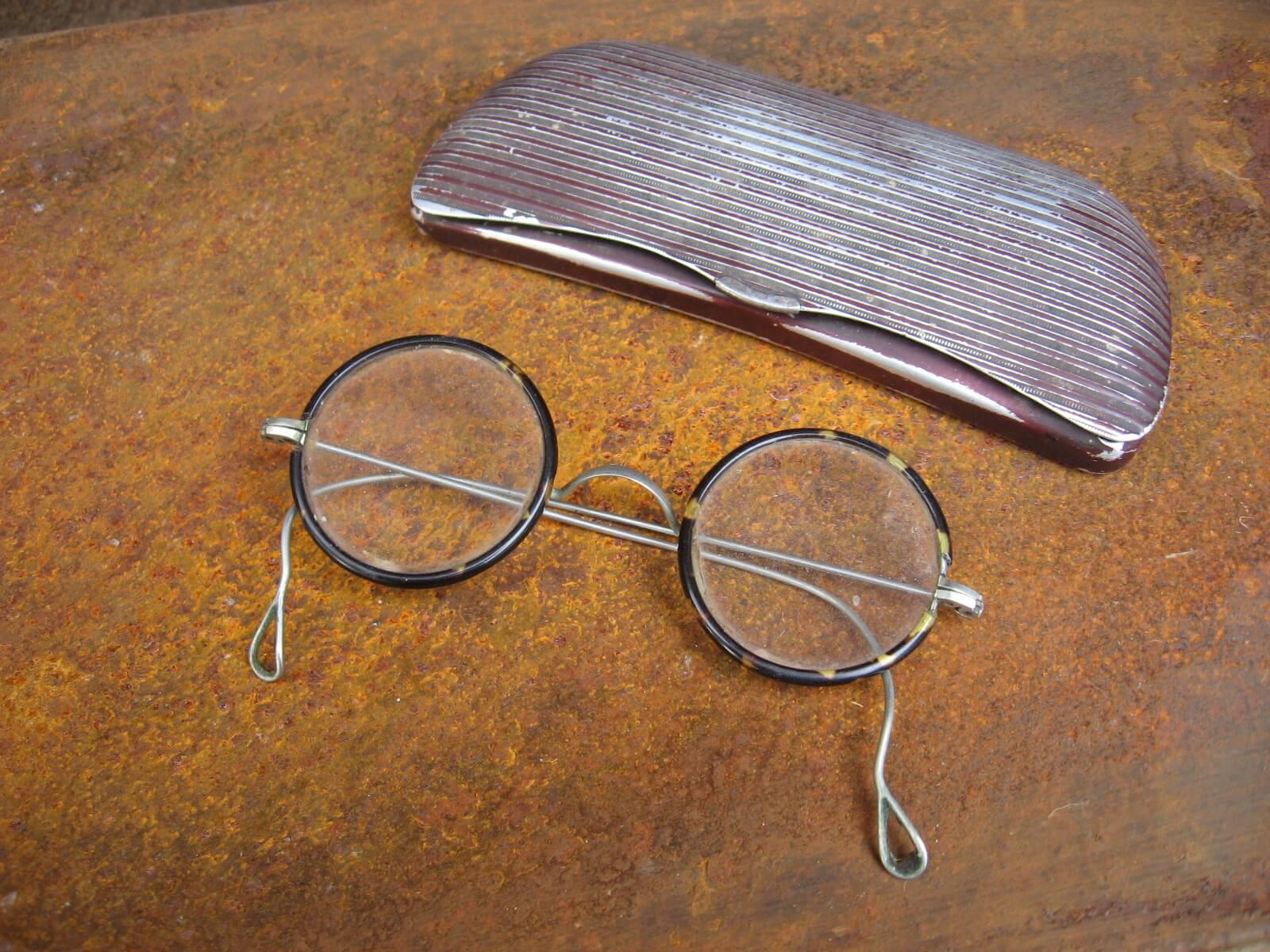 1920s round tortoiseshell harry potter glasses with metal case_C_PumpjackPiddlewick