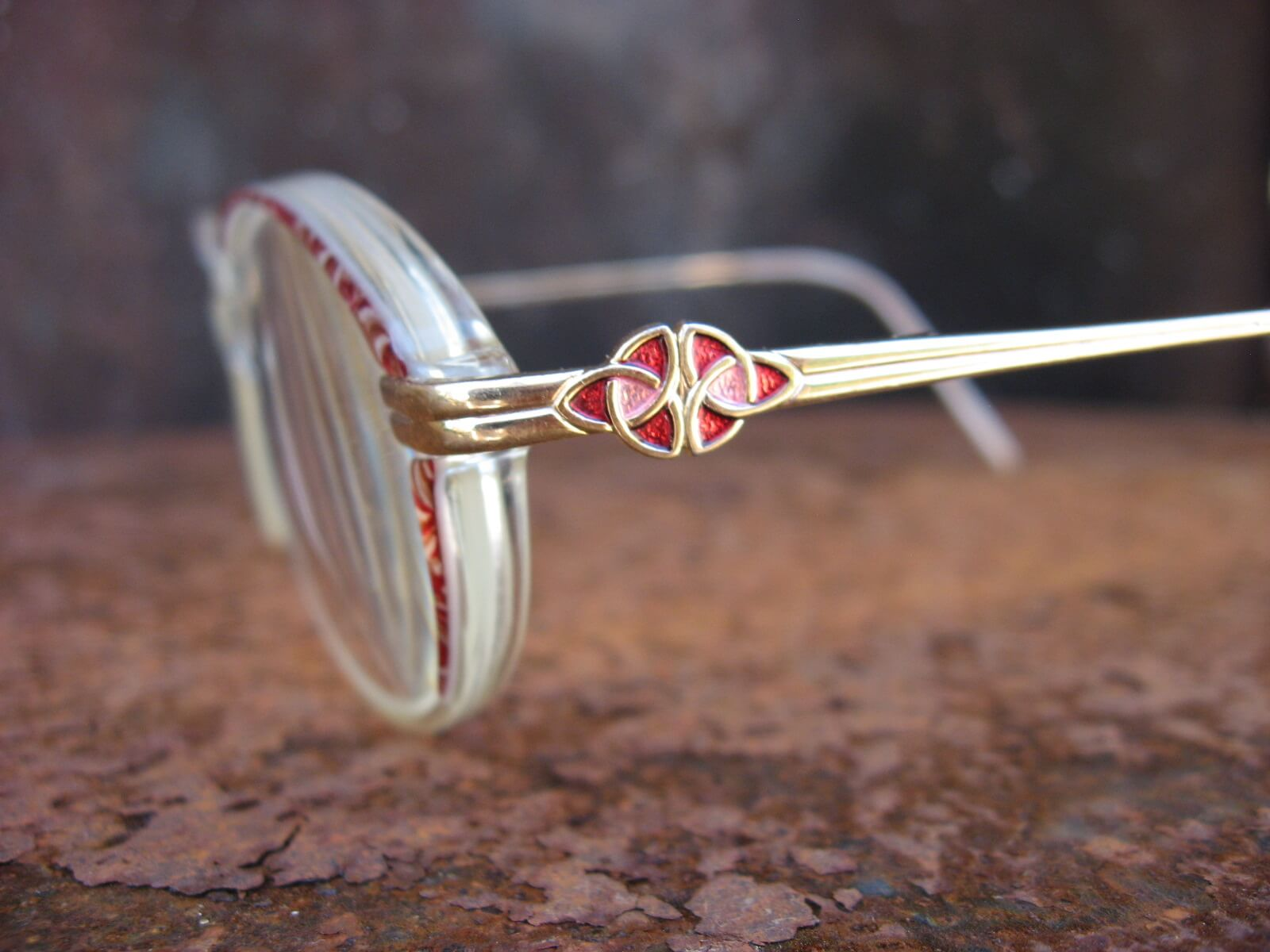 red tortoiseshell and gold cateye. vintage glasses_C_PumpjackPiddlewick