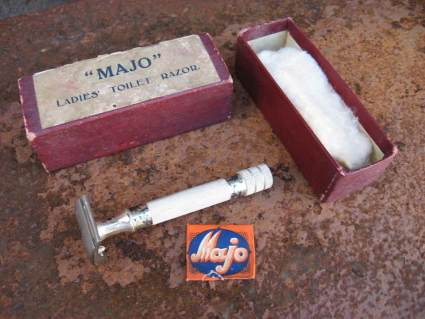 Majo ladies toilet razor English 1930s at PumpjackPiddlewick