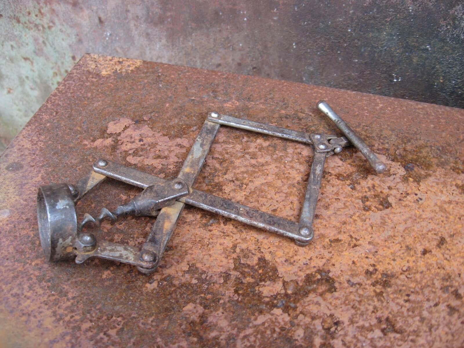 The concertina mechanical corkscrew at PumpjackPiddlewick
