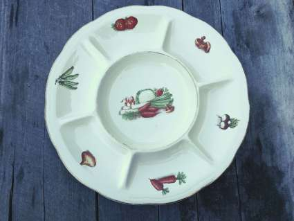 Vegetable motif serving platter at PumpjackPiddlewick