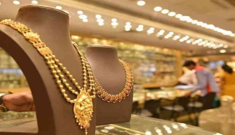 Gold Price Update   Good news for gold buyers! 1 Tola will be available for Rs 27,060, know the new rates of 14, 18, 22, 23 and 24 carats