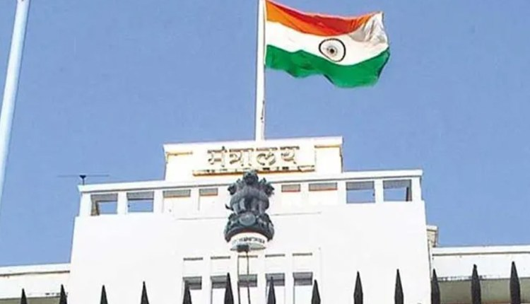 Mantralaya Officers Transfer   thackeray-govt-slaps-government-officers-103-officials-in-the-mantralaya-transferred