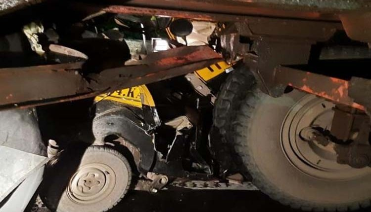 Road Accident   rickshaw-collides-trailer-2-seriously-injured-accident-thane