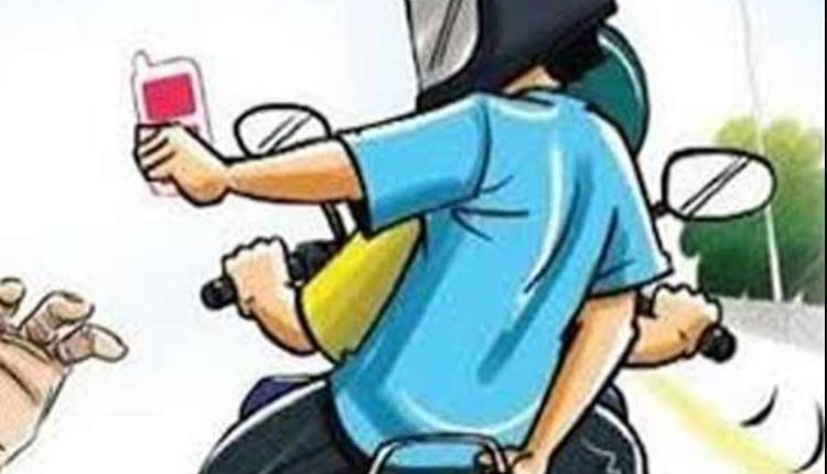 Pune   Bike riding girl's mobile snatched in Pune airport area