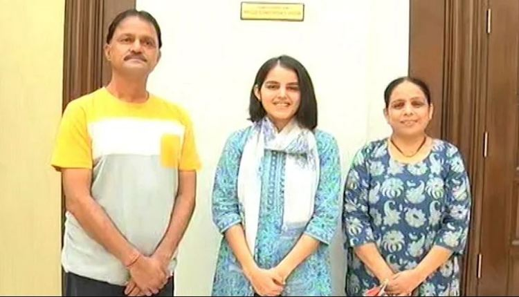 upsc-result-nitisha-jagtap-of-latur-pune-199-rank-achieved-success-in-upsc-at-the-age-of-21