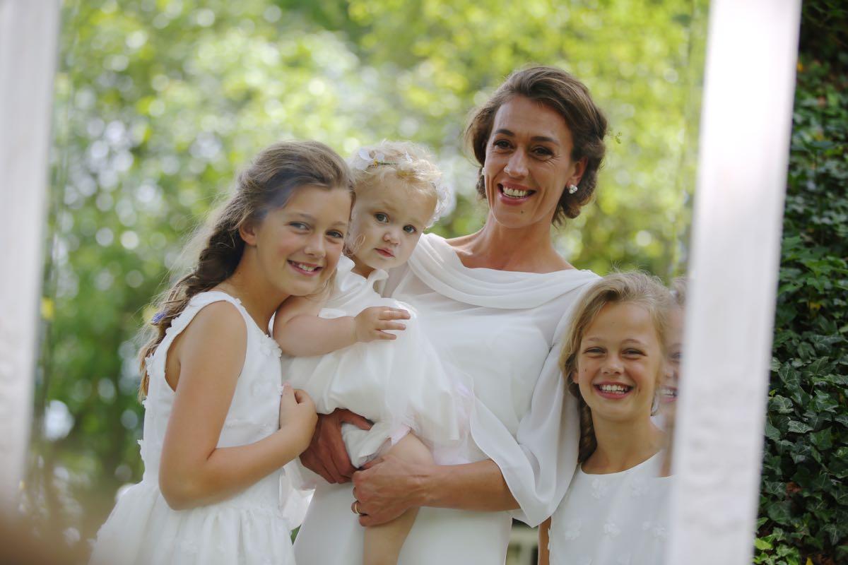 Wieringa trouwdag Joanne en dochters