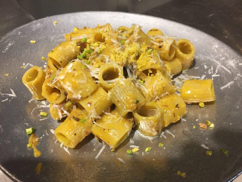 La Carbonara di Eggs Roma sul piatto 2
