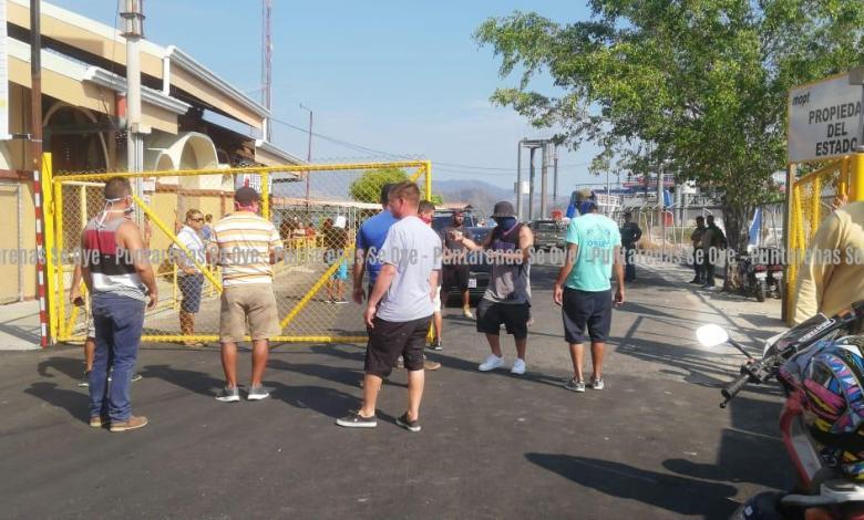 Photo of Vecinos de Paquera nuevamente bloquean el paso a turistas