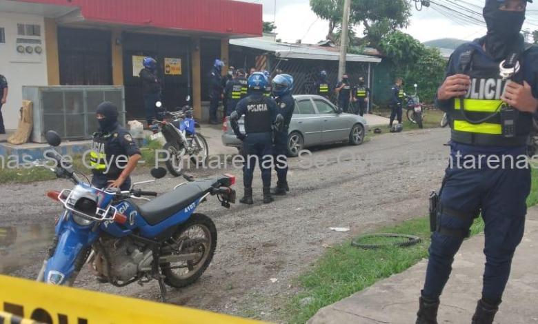 Photo of Hombre es sorprendido por Fuerza Pública tras disparar contra local comercial en Barranca