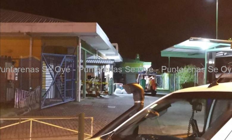 Photo of Trasladan paciente positivo de Covid-19 del Hospital de Puntarenas hasta el CEACO
