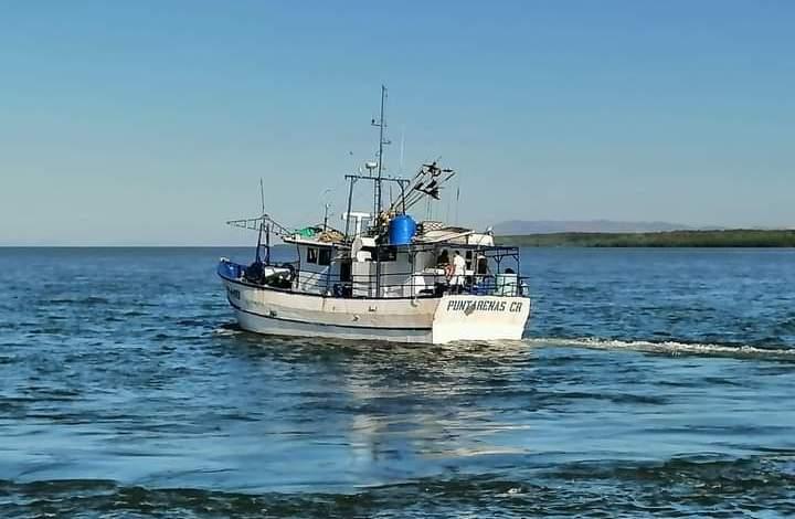 """Photo of Zarpa a alta mar embarcación """"Rocky I"""" de pesca comercial tipo palangre"""