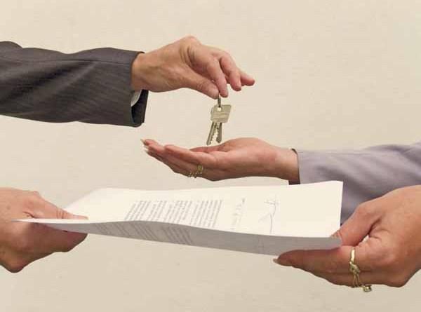 Anche nella mediazione (immobiliare) negoziale cd. atipica niente provvigione senza iscrizione all'albo