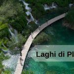 titolo meravigliosi laghi di plitvice immagine di passerella in legno su un laghetto