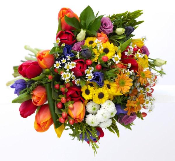 bouquet colorato con fiori misti