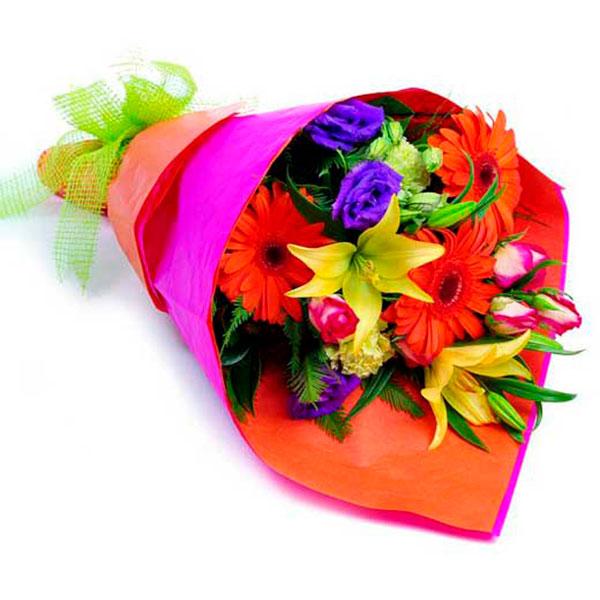 Bouquet con fiori misti colorati gerbere arancio lilium gialli iris blu