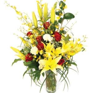 composizione con fiori gialli e rossi