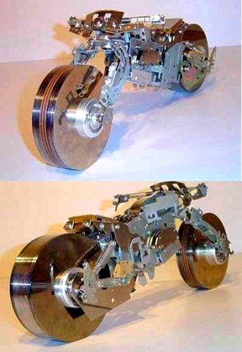 moto hecha con discos duros
