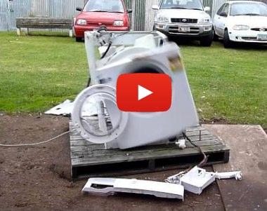 Haciendo funcionar una lavadora hasta su total destrucción | Punto Geek