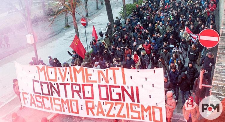 Miles marchan en Italia contra el racismo