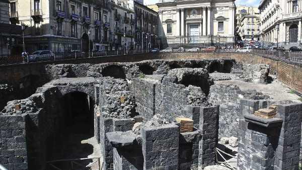 """Oggi in TV: """"Under Italy"""" con Rai5 (canale 23) - Darius Arya nei sotterranei di Catania"""