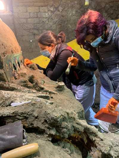 Pompei: una nuova, importante scoperta di grande valore scientifico. Lo scavo di Civita Giuliana restituisce carro da parata integro