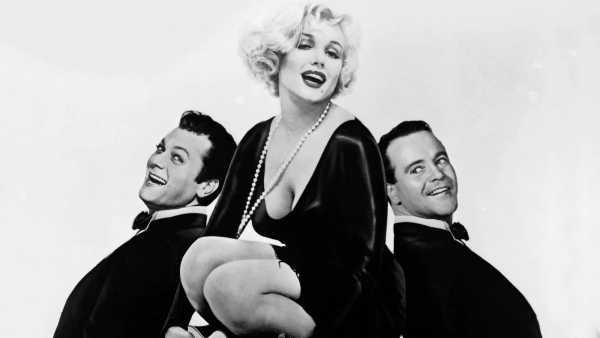 """Stasera in TV: """"A qualcuno piace caldo"""" su Rai Movie (canale 24) - Un capolavoro di Billy Wilder con Marilyn Monroe, Jack Lemmon e Tony Curtis"""