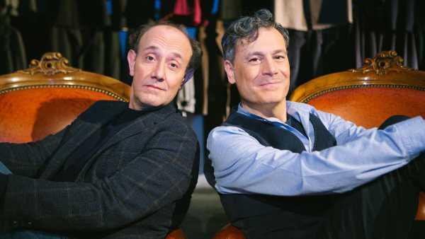 """Stasera in TV: Dal 13 aprile su Rai2 """"Fuori tema"""" con Ale e Franz - Una seconda serata tra live, teatro, fiction e jam session"""