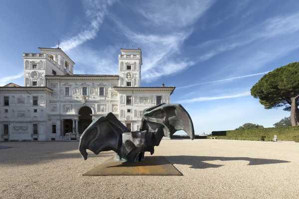 """A Villa Medici riaprono """"I peccati"""" di Johan Creten"""