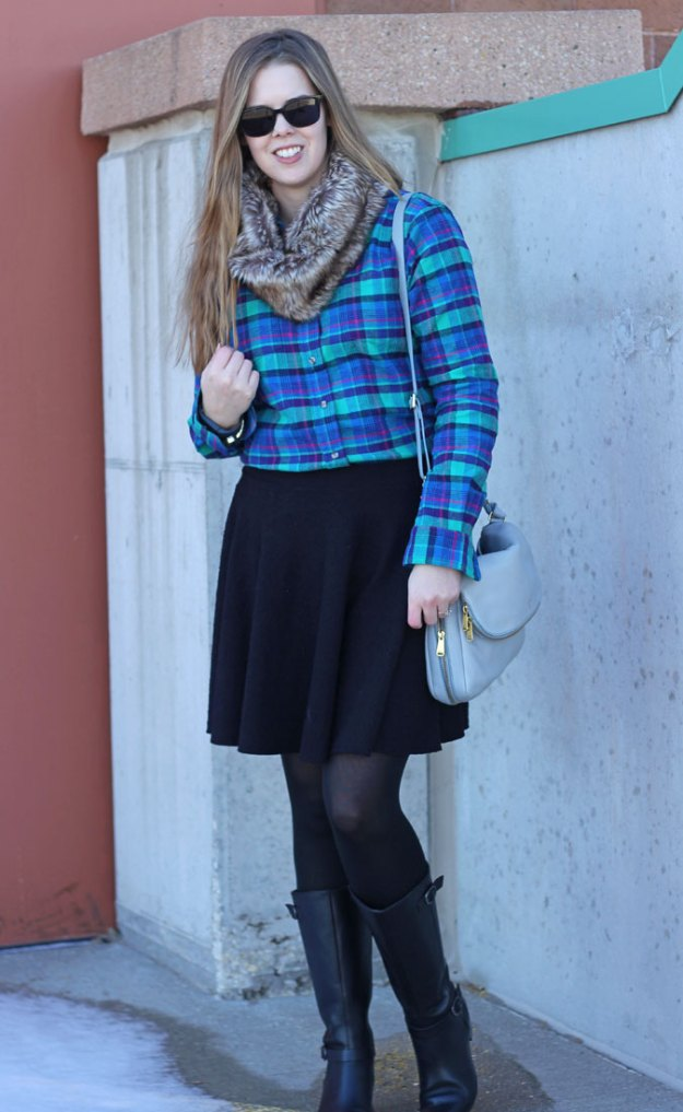 plaid-shirt-black-skirt-fur-scarf-2