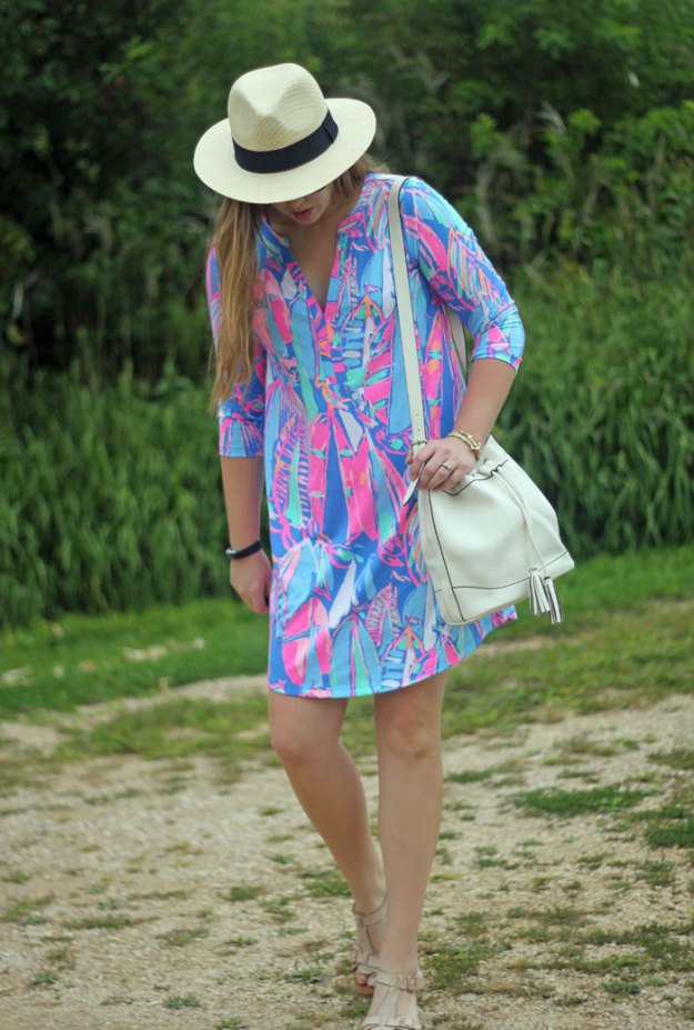 Lilly Pulitzer Ali dress in Bay Blue Out To Sea, white bucket bag, panama hat | Puppies & Pretties