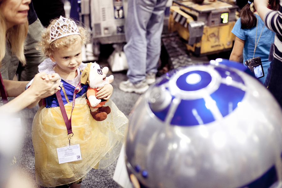 Princess interacts with R2-D2 droid from Star Wars at Wondercon 2013.