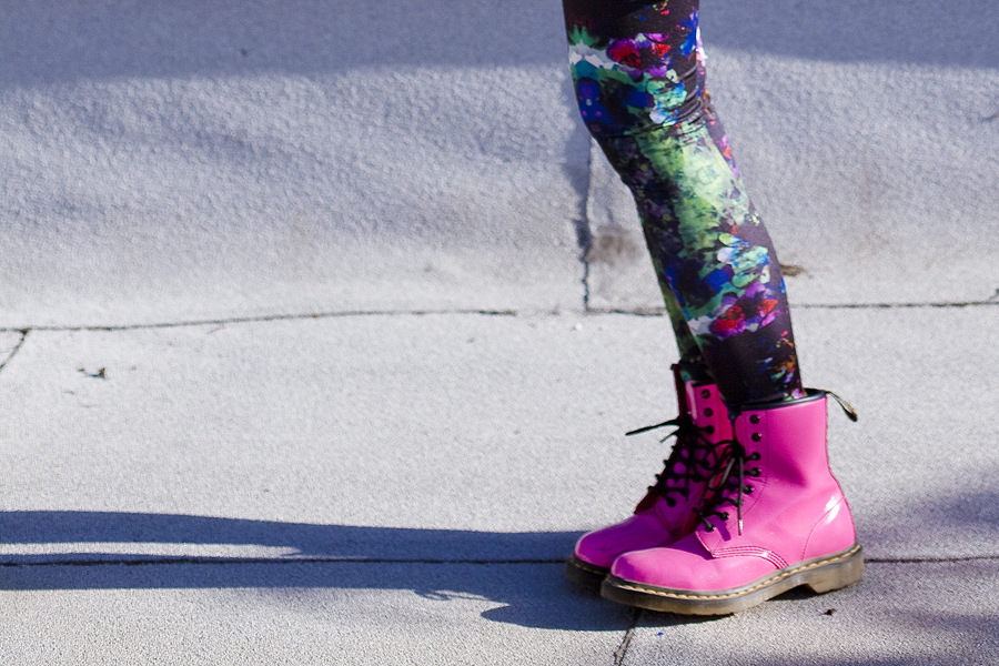 H&M abstract colourful leggings, hot pink lamper 1460 8 eye dr martens.
