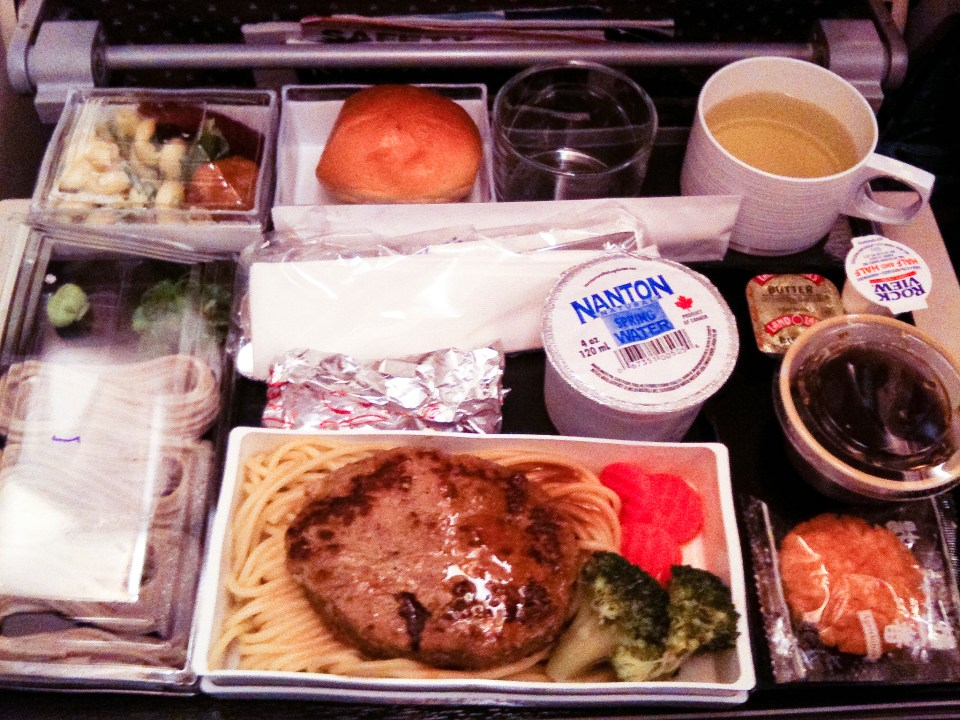 Dinner at the Singapore Airline plane from USA to Singapore.