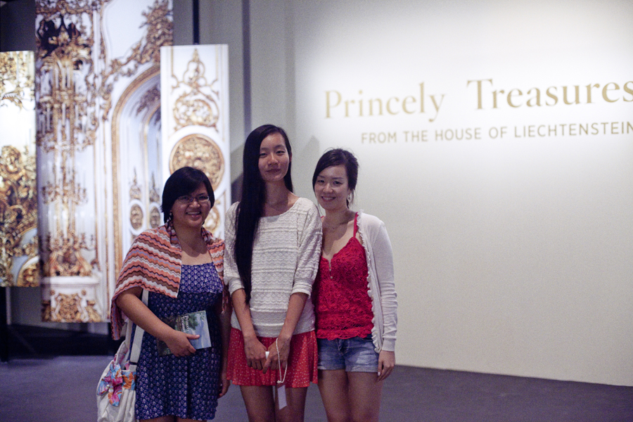 Puey, Ren, and Ade at the Princely Treasures exhibit at the Singapore National Museum.