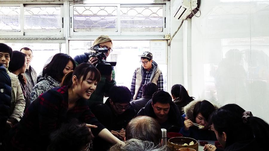 Film crew in Wan Shou Zhai (万寿斋) in Shanghai.