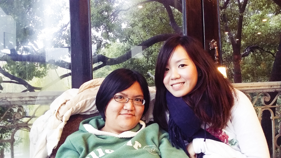 Puey and Ade in Starbucks at West Lake, Hangzhou.