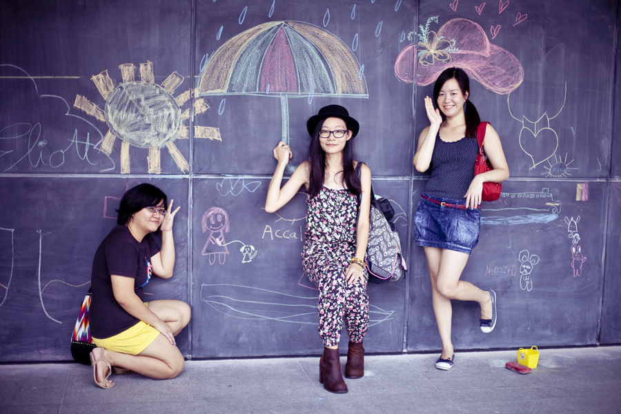 Puey, Ren, and Ade posing with chalk drawings at the Masak Masak exhibit at the National Museum of Singapore.