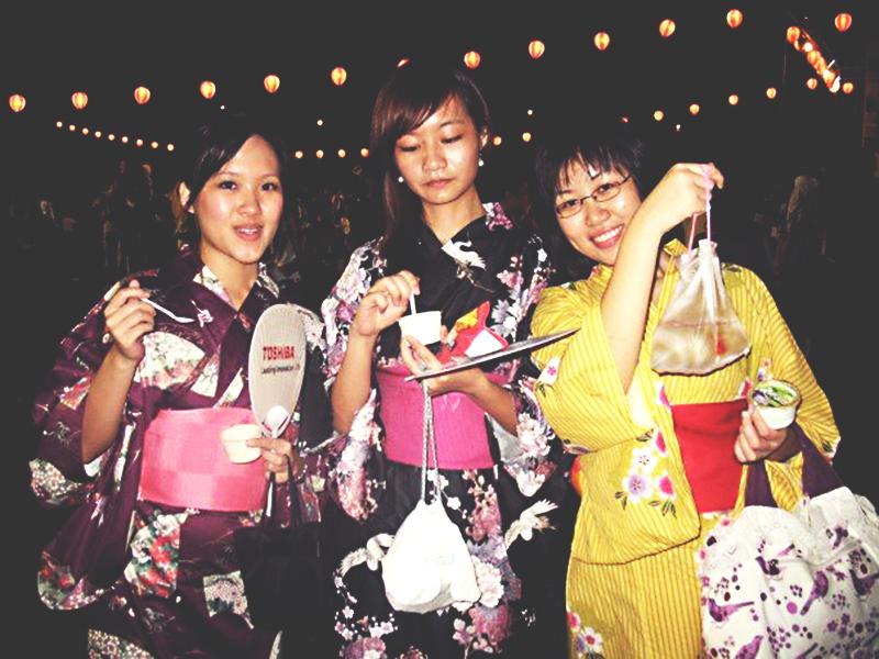 Girls in Summer Yukata at Natsu Matsuri 2007