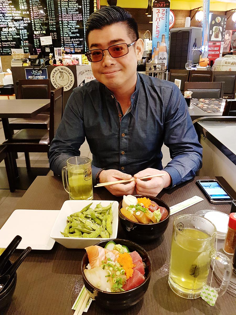 JJ Fish Mart with Kentang: 3 Fish Chirashi Don, Edamame, Hot Green Tea.