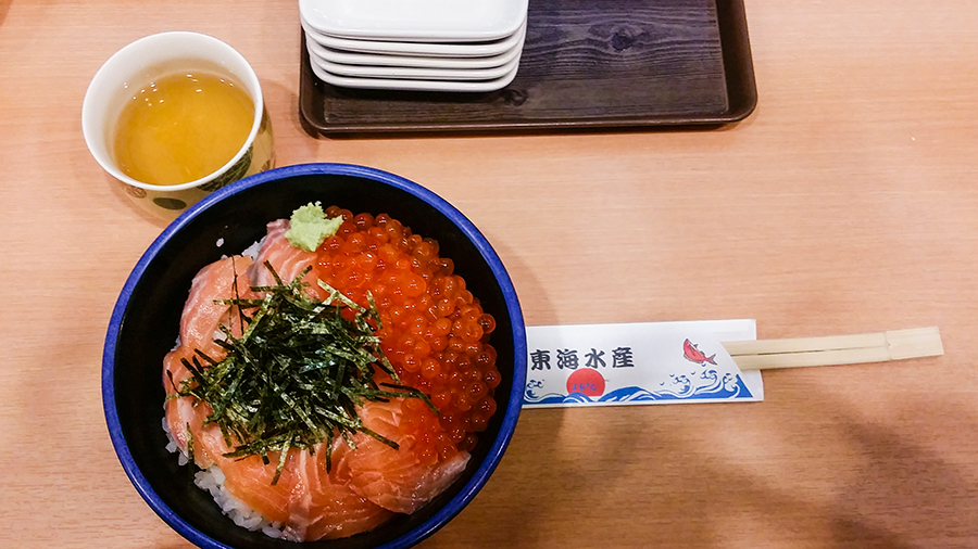 Salmon Oyakodon at 東海水産 (Tokai Suisan) in Osaka, Japan.