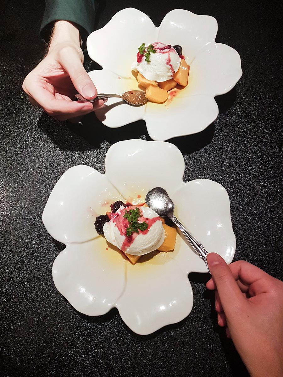 Teppanyaki Ten Lobster Course: Ice cream on mango and strawberries dessert.