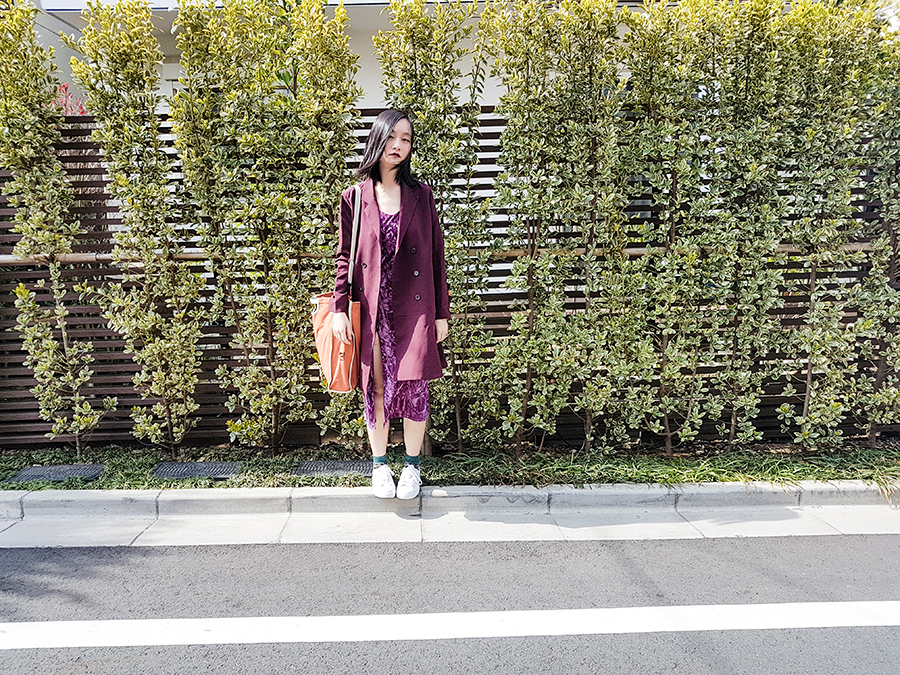 Outfit photo in velvet in Tokyo.