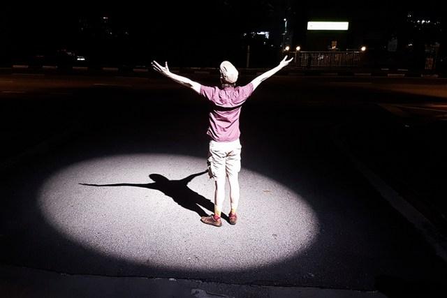 Ottie under a street lamp.