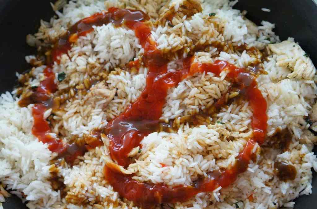 how to add sauce to costa rican arroz con pollo