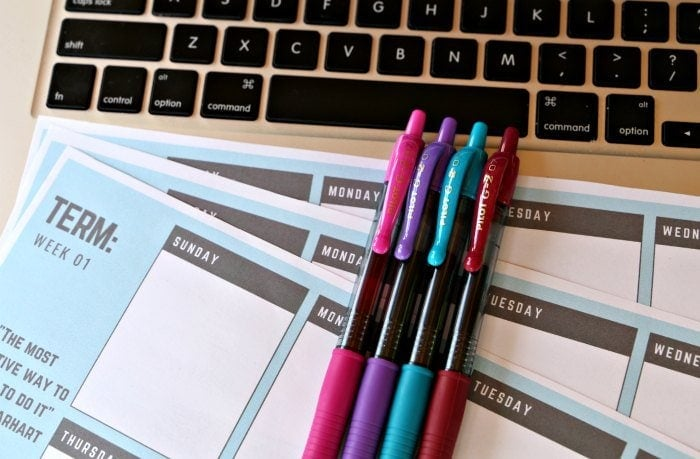 This printable homework tracker for high schoolers will make back to school easier. Includes customizable date, inspirational quote, and plenty of extra room for homework assignments, notes, and extra curricular activities.