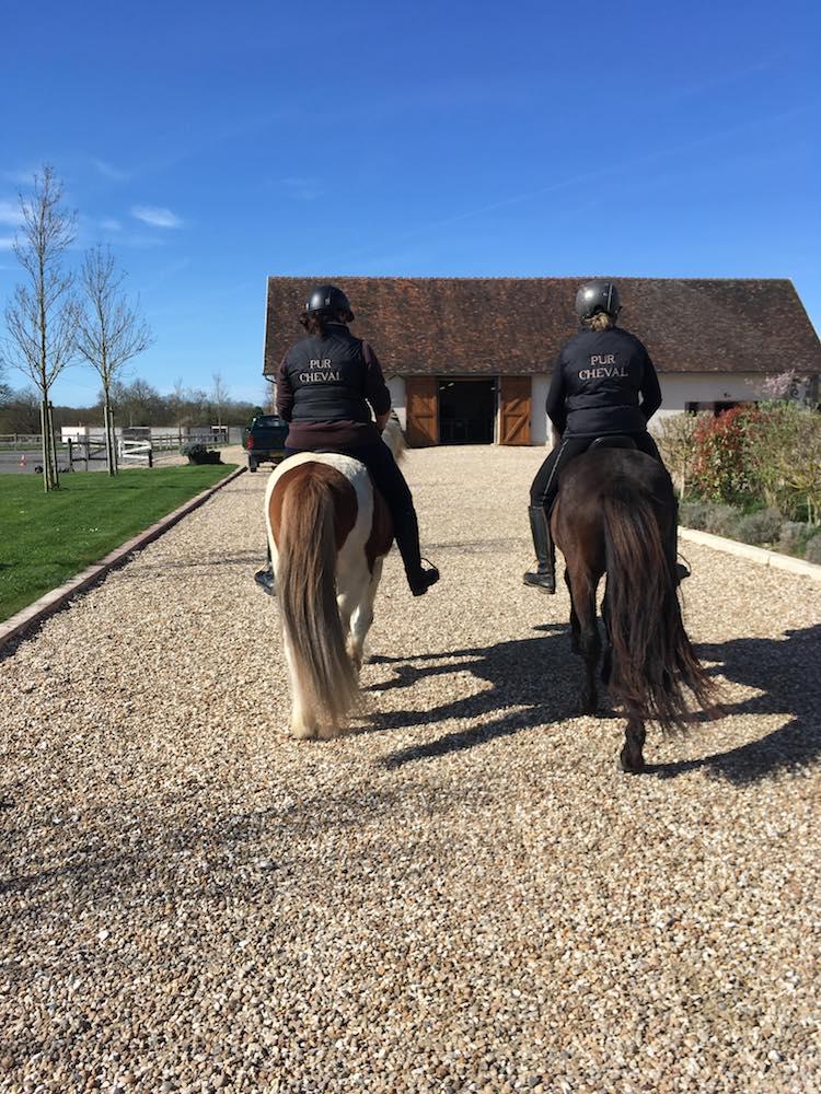Sophie Clémentz et Constance Pétillot à cheval