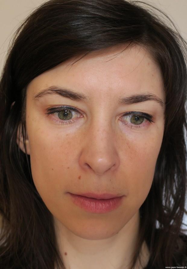 Stylographic Dramatic Line Eyeliner - Application