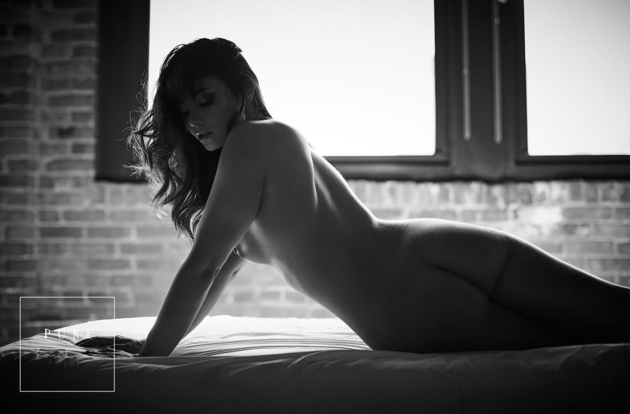 chicago sensual boudoir photo session