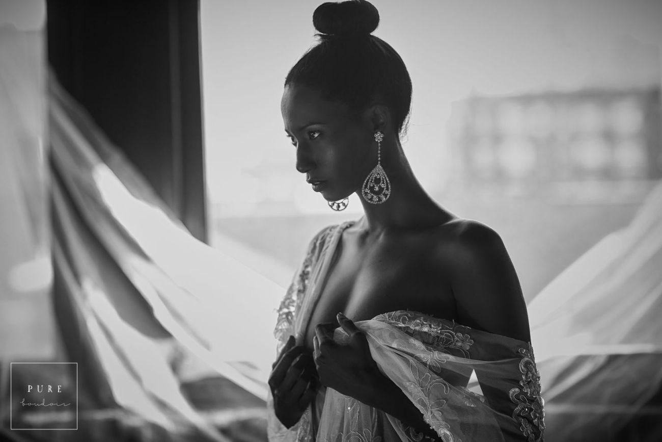 black and white elegant boudoir session